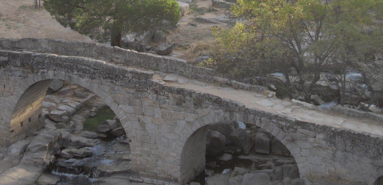 https://lurearqueologia.es/lu2021/wp-content/uploads/2011/08/puente-mocha-valdemaqueda-arqueologia1-1280x620.jpg