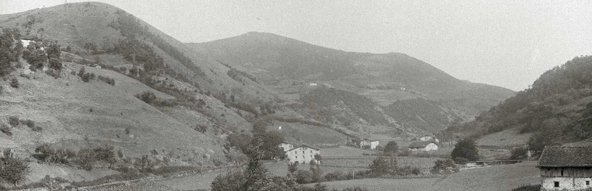FOTOGRAFÍA DEL VALLE DE ATAUN EN 1940. AUTOR PASCUAL MARÍN. FUENTE: KUTXATEKA