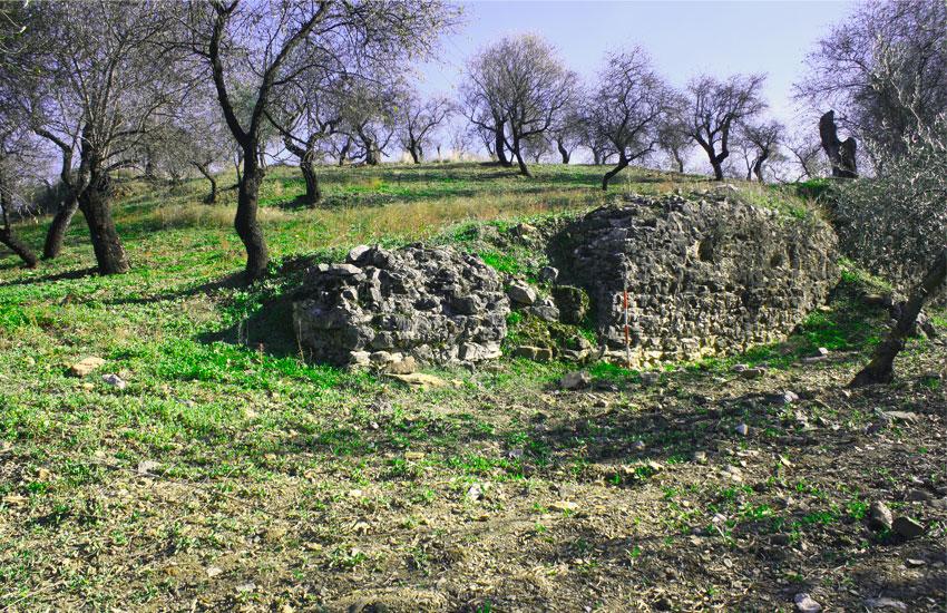 https://lurearqueologia.es/lu2021/wp-content/uploads/2013/10/Yacimiento-Arqueologico-Guaro-1.jpg