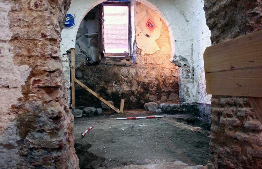 https://lurearqueologia.es/lu2021/wp-content/uploads/2013/11/arqueologos-toledo-trabajando-1.jpg